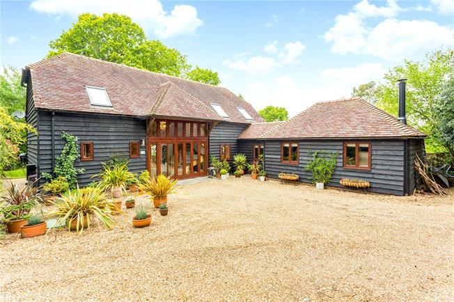 Guide Price £775,000, 4 Bedroom Detached House For Sale in Mannings Heath, RH13