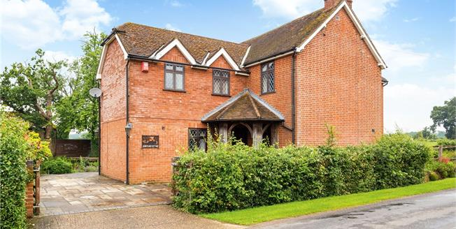 Guide Price £800,000, 4 Bedroom Detached House For Sale in West Sussex, RH13