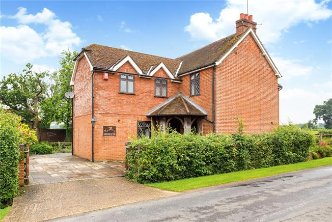 Guide Price £800,000, 4 Bedroom Detached House For Sale in Horsham, RH13
