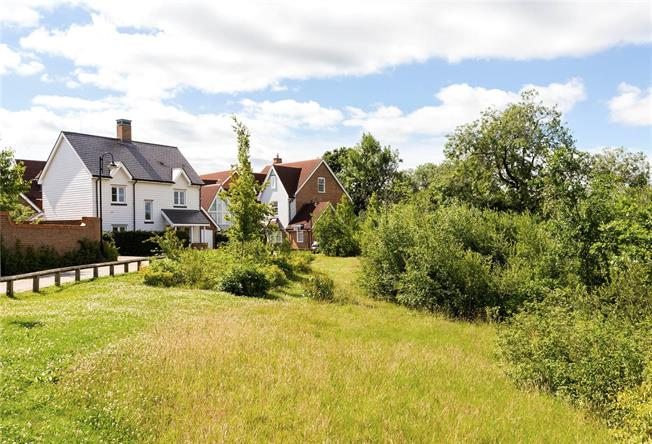 Guide Price £475,000, 3 Bedroom Detached House For Sale in Horsham, West Sussex, RH12