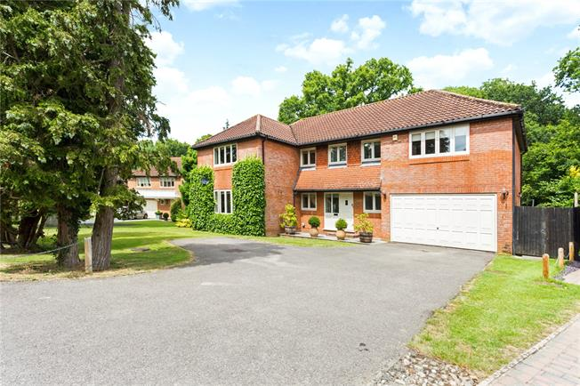 Guide Price £840,000, 5 Bedroom Detached House For Sale in Henfield, West Sussex, BN5