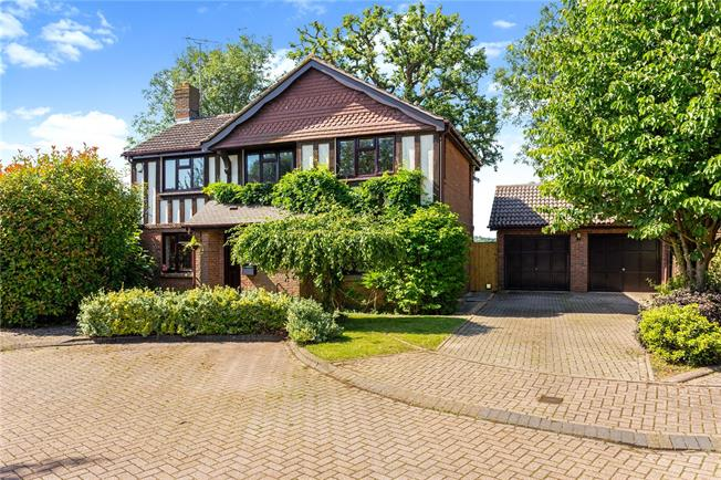 Offers in excess of £550,000, 4 Bedroom Detached House For Sale in Horsham, RH13