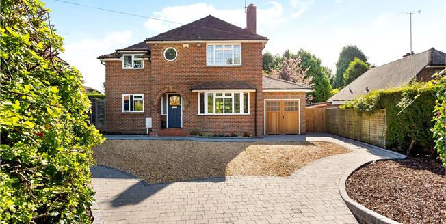 Guide Price £795,000, 4 Bedroom Detached House For Sale in Horsham, RH12
