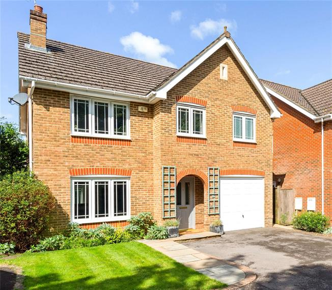 Offers in the region of £575,000, 4 Bedroom Detached House For Sale in Slinfold, RH13