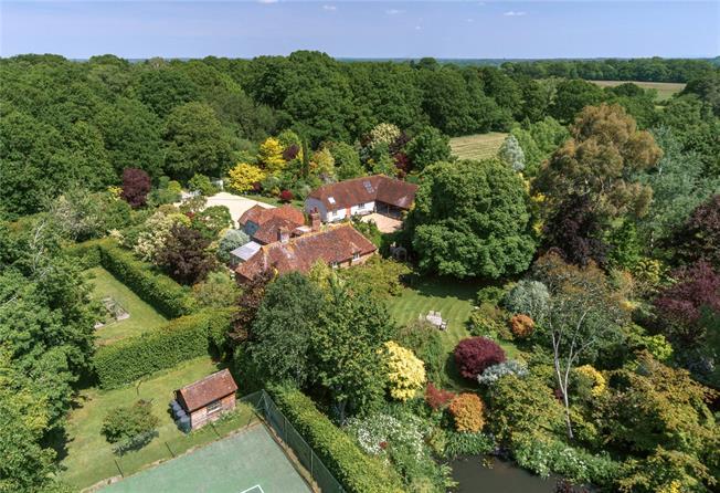 Guide Price £2,250,000, 5 Bedroom Detached House For Sale in Billingshurst, West Susse, RH14