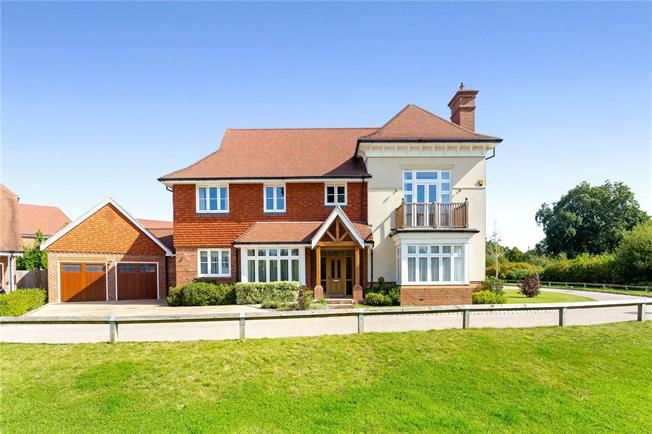 Guide Price £1,050,000, 5 Bedroom Detached House For Sale in West Sussex, RH12