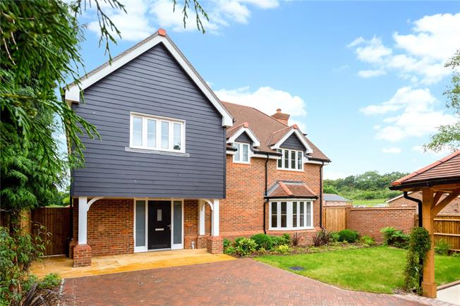 Guide Price £795,000, 4 Bedroom Detached House For Sale in Slinfold, RH13
