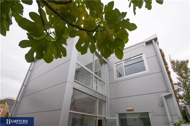Asking Price £229,950, 1 Bedroom Flat For Sale in East Sussex, BN3