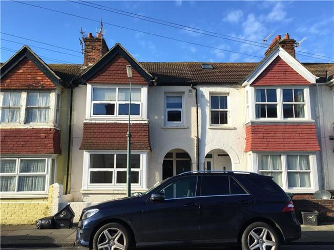 Asking Price £245,000, 2 Bedroom Flat For Sale in Hove, BN3