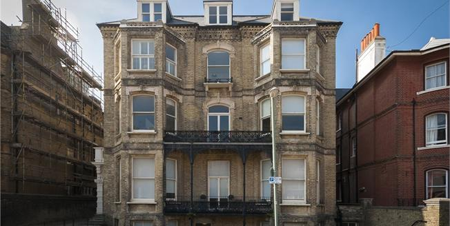 Asking Price £380,000, 2 Bedroom Flat For Sale in Hove, BN3
