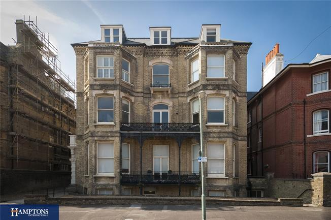 Asking Price £365,000, 2 Bedroom Flat For Sale in Hove, BN3