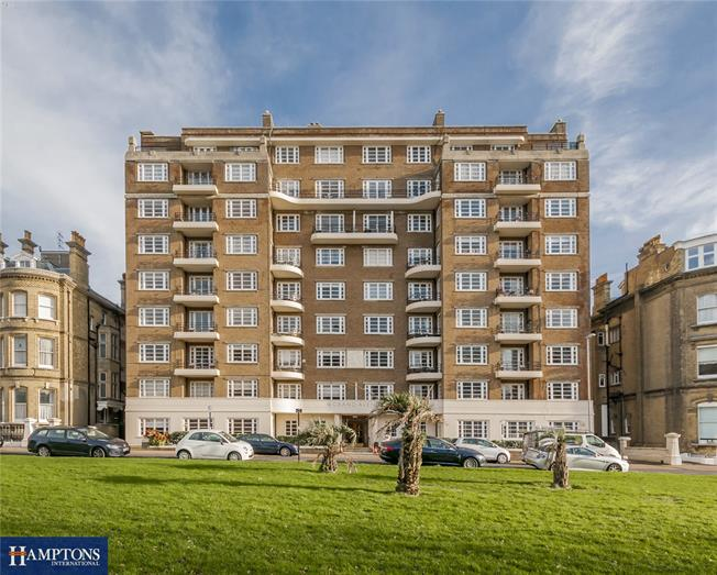 Asking Price £425,000, 2 Bedroom Flat For Sale in East Sussex, BN3