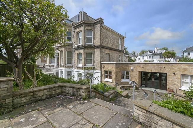 Asking Price £875,000, 3 Bedroom Flat For Sale in Hove, BN3