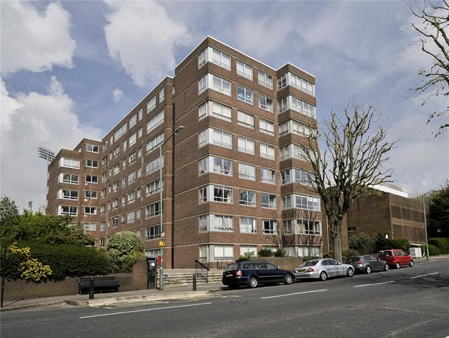 Asking Price £295,000, 2 Bedroom Flat For Sale in Hove, BN3