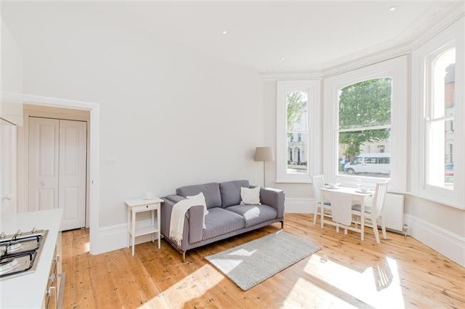 Asking Price £375,000, 2 Bedroom Flat For Sale in Hove, BN3