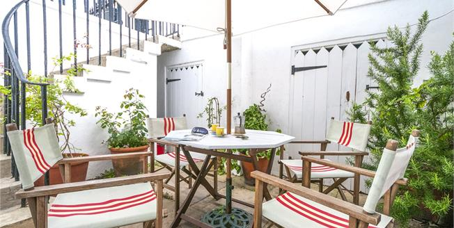 Asking Price £470,000, 2 Bedroom Flat For Sale in Brighton, BN2