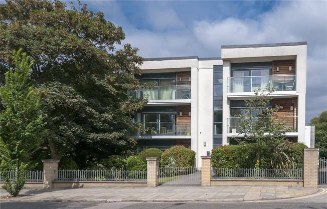 Asking Price £455,000, 2 Bedroom Flat For Sale in East Sussex, BN3