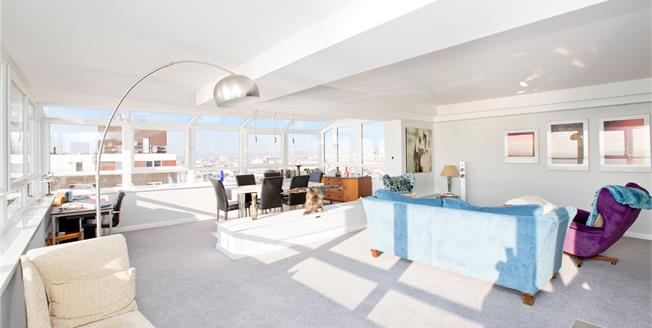Guide Price £700,000, 2 Bedroom Flat For Sale in Brighton, East Sussex, BN1