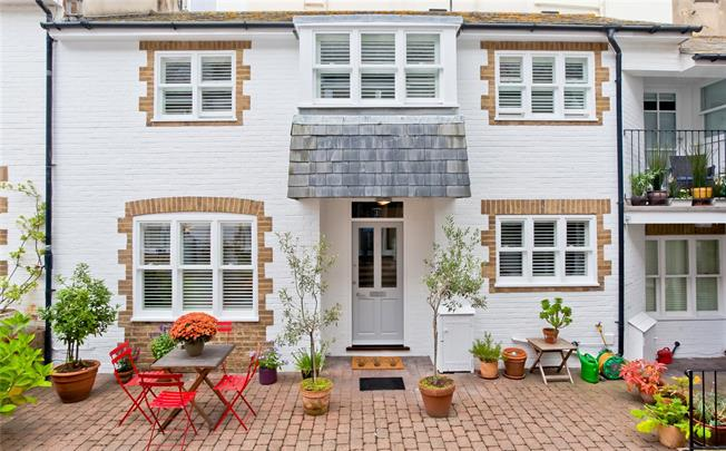 Asking Price £600,000, 3 Bedroom Mews House For Sale in East Sussex, BN2
