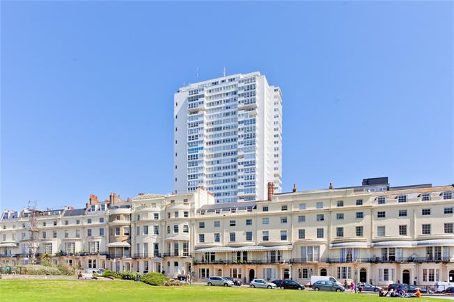Asking Price £375,000, 2 Bedroom Flat For Sale in Brighton, BN1