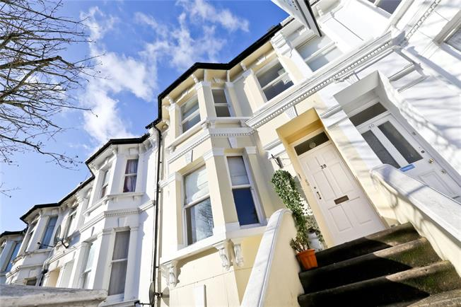 Asking Price £225,000, 1 Bedroom Flat For Sale in East Sussex, BN3