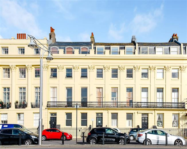 Asking Price £395,000, 2 Bedroom Flat For Sale in East Sussex, BN3