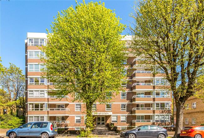 Offers in the region of £900,000, 4 Bedroom Flat For Sale in Hove, East Sussex, BN3