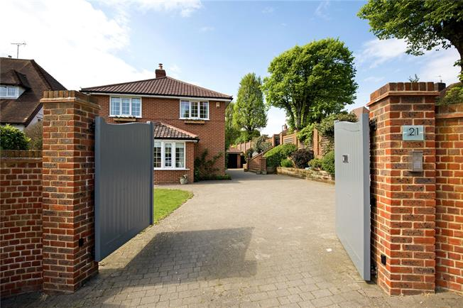 Asking Price £1,500,000, 5 Bedroom Detached House For Sale in East Sussex, BN3