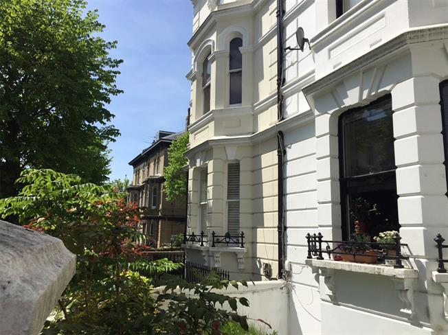 Asking Price £350,000, 1 Bedroom Flat For Sale in East Sussex, BN1