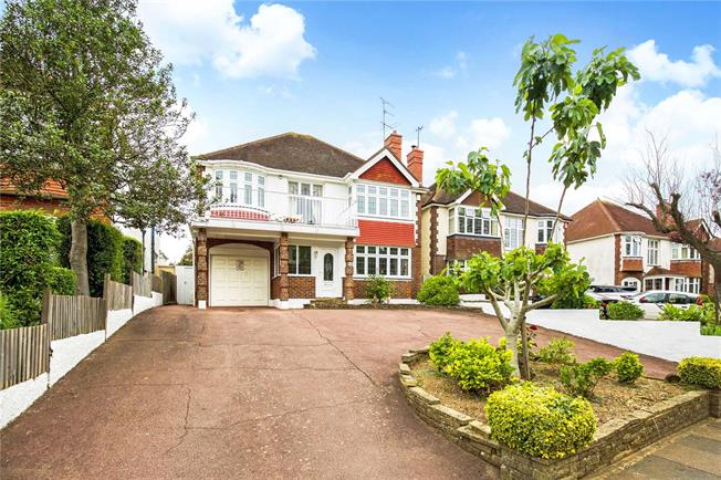 Asking Price £1,100,000, 4 Bedroom Detached House For Sale in Hove, BN3