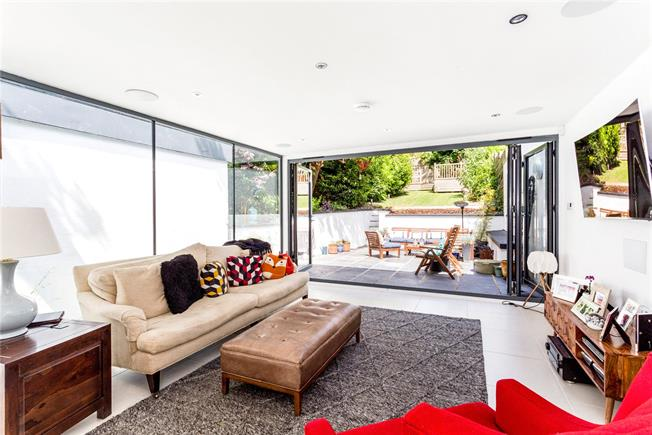 Asking Price £895,000, 4 Bedroom Semi Detached House For Sale in Brighton, BN1