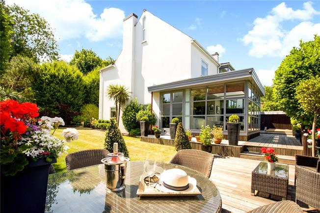 Offers in excess of £2,000,000, 6 Bedroom Detached House For Sale in Brighton, BN1