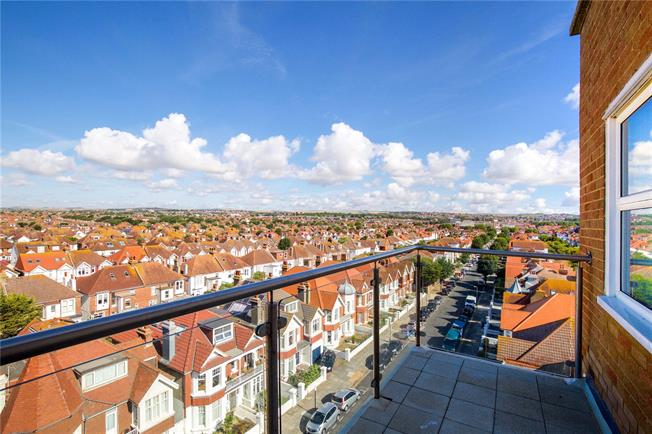 Offers in excess of £299,950, 3 Bedroom Flat For Sale in Hove, East Sussex, BN3