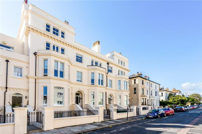 Asking Price £399,950, 2 Bedroom Flat For Sale in Hove, East Sussex, BN3