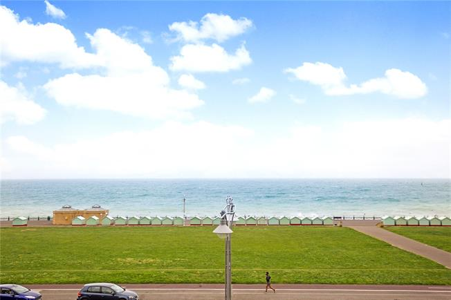 Asking Price £475,000, 2 Bedroom Flat For Sale in Hove, East Sussex, BN3