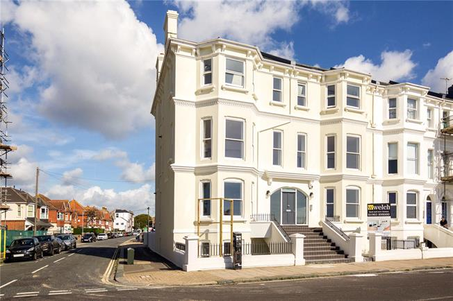 Asking Price £435,000, 3 Bedroom Flat For Sale in Worthing, West Sussex, BN11