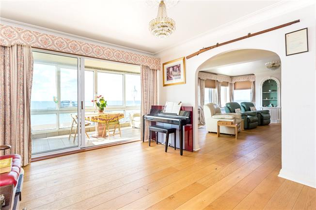 Offers in excess of £800,000, 4 Bedroom Flat For Sale in Brighton, East Sussex, BN1