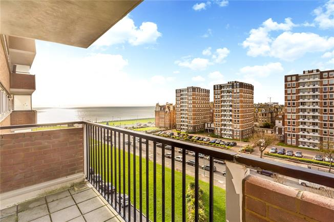 Asking Price £475,000, 2 Bedroom Flat For Sale in Hove, BN3