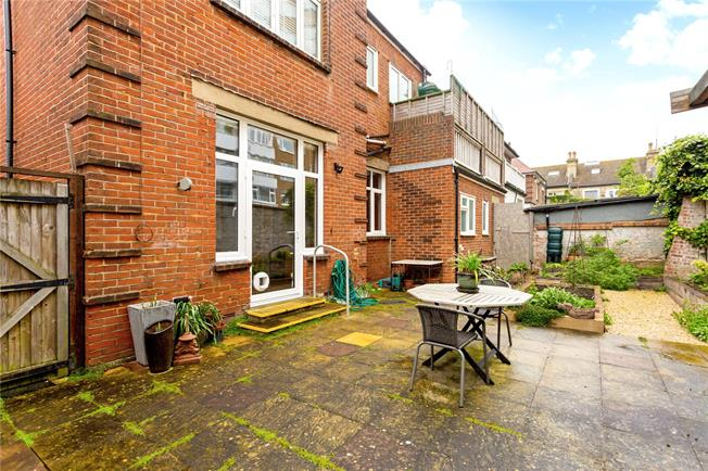 Asking Price £650,000, 3 Bedroom Flat For Sale in East Sussex, BN3