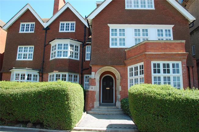 Guide Price £550,000, 3 Bedroom Flat For Sale in East Sussex, BN3