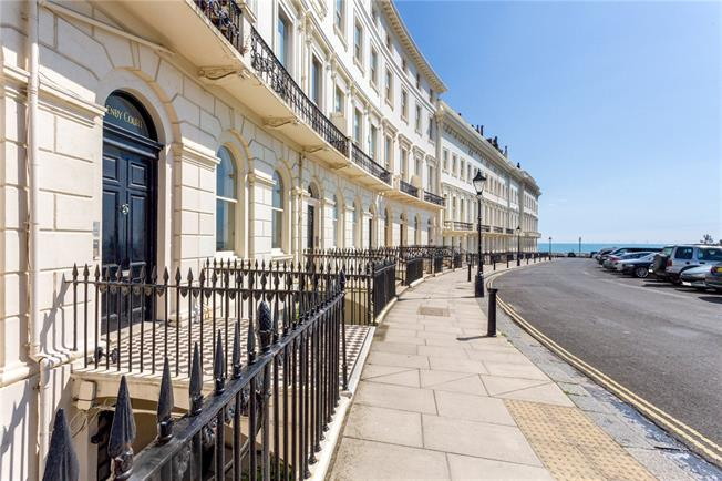 Asking Price £650,000, 2 Bedroom Flat For Sale in Hove, East Sussex, BN3