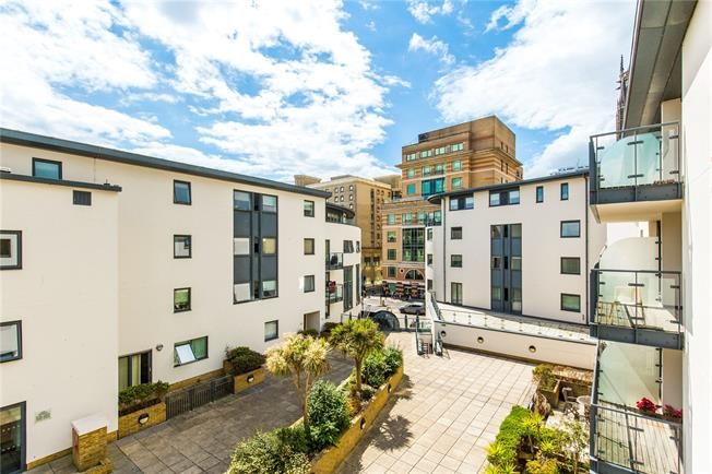 Guide Price £500,000, 2 Bedroom Flat For Sale in Brighton, East Sussex, BN1