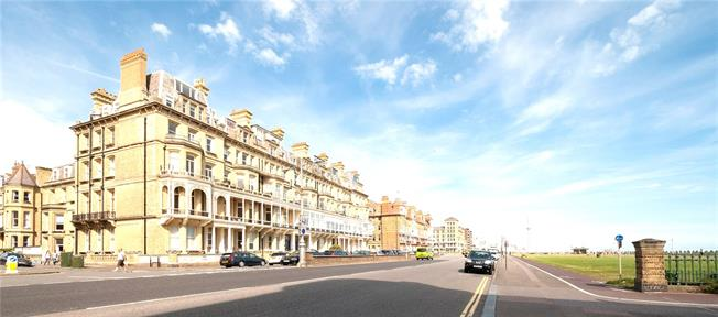 Guide Price £775,000, 2 Bedroom Flat For Sale in Hove, BN3