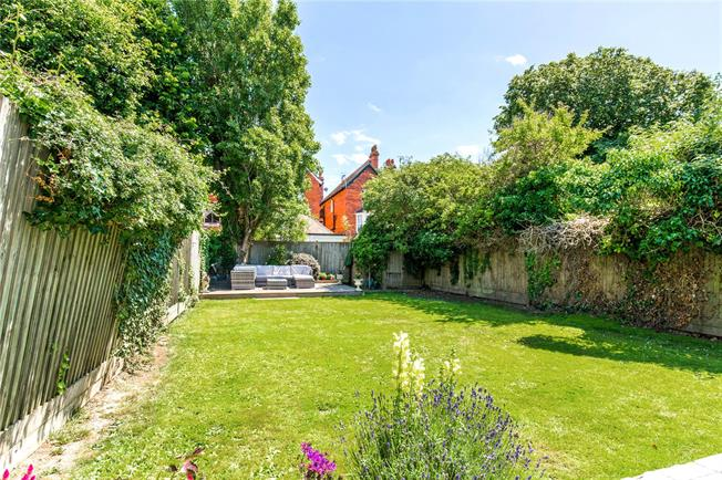 Guide Price £1,350,000, 5 Bedroom Semi Detached House For Sale in Hove, BN3