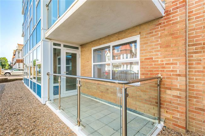 Asking Price £335,000, 2 Bedroom Flat For Sale in Hove, East Sussex, BN3