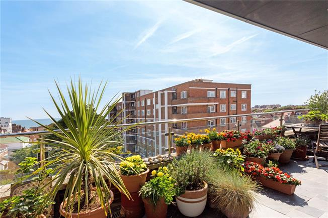 Asking Price £725,000, 3 Bedroom Flat For Sale in Hove, East Sussex, BN3