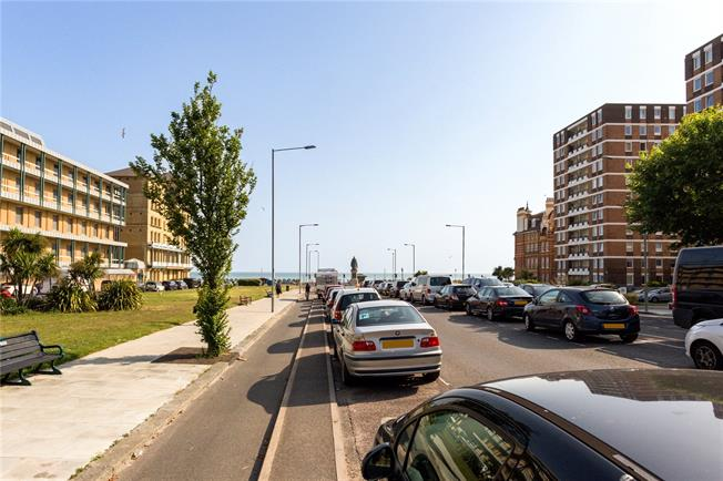 Asking Price £440,000, 3 Bedroom Flat For Sale in Hove, BN3