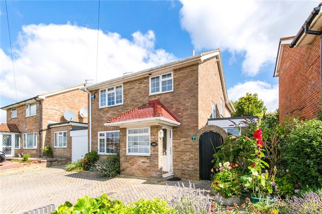 Guide Price £545,950, 3 Bedroom Detached House For Sale in Hove, BN3