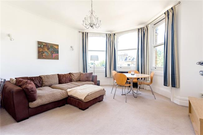 Asking Price £270,000, 2 Bedroom Flat For Sale in East Sussex, BN3