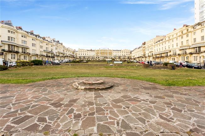 Offers in the region of £700,000, 3 Bedroom Flat For Sale in Brighton, BN1